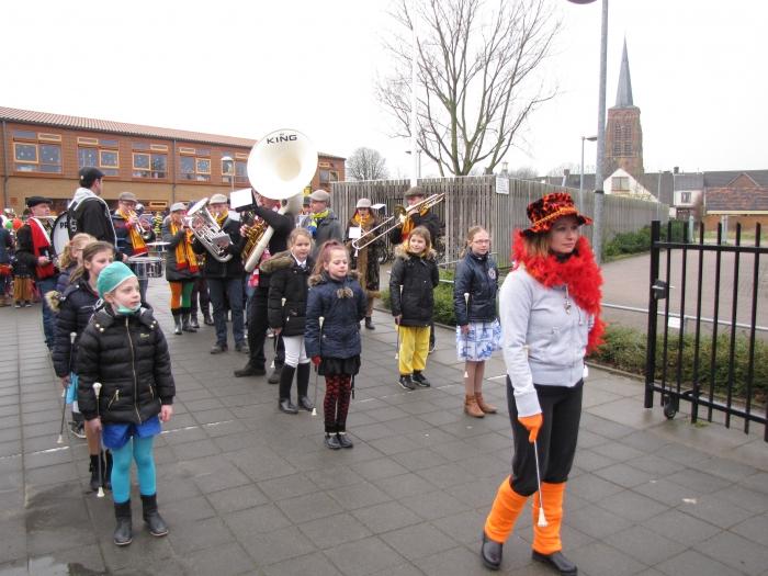 Carnavals optocht  Willibrordusschool Alphen