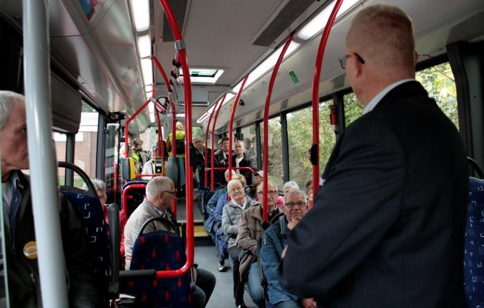 Bent u 65 jaar of ouder en wilt u wel eens met de bus of trein ergens naar toe?